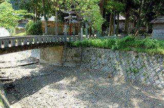 久田美のから川(熊野神社社前)