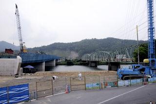 新大川橋(左)と今の大川橋(右)(上東側より)