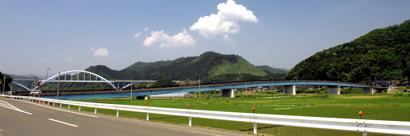 宇谷と地頭を結ぶ由良川橋。後は京都縦貫自動車道の橋(宇谷側より)